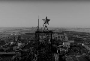 Кадр из фильма «Коммунистическая революция была вызвана солнцем»